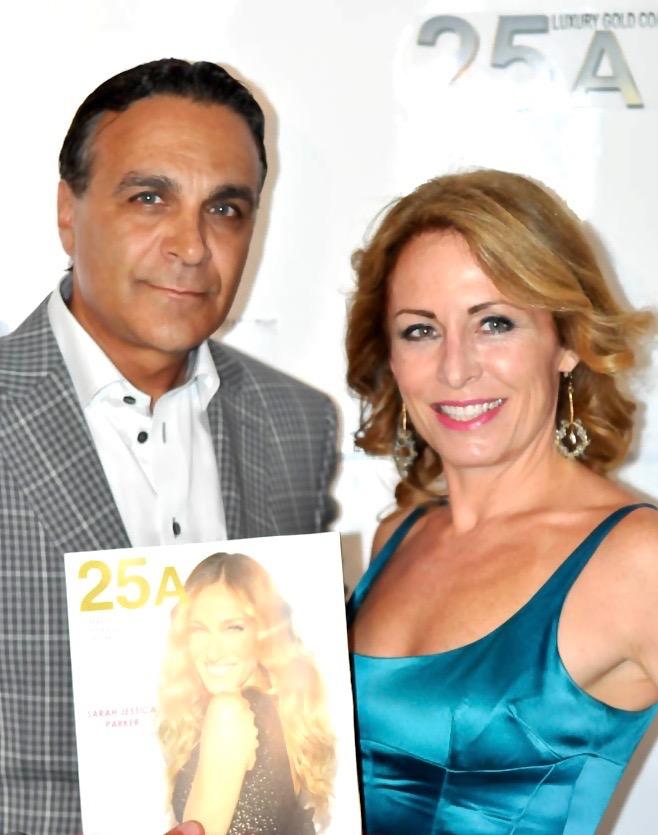 Chase Backer und Diana Pinck mit ersten Ausgabe von 25A, Frühling 2012 photo PaulPrince